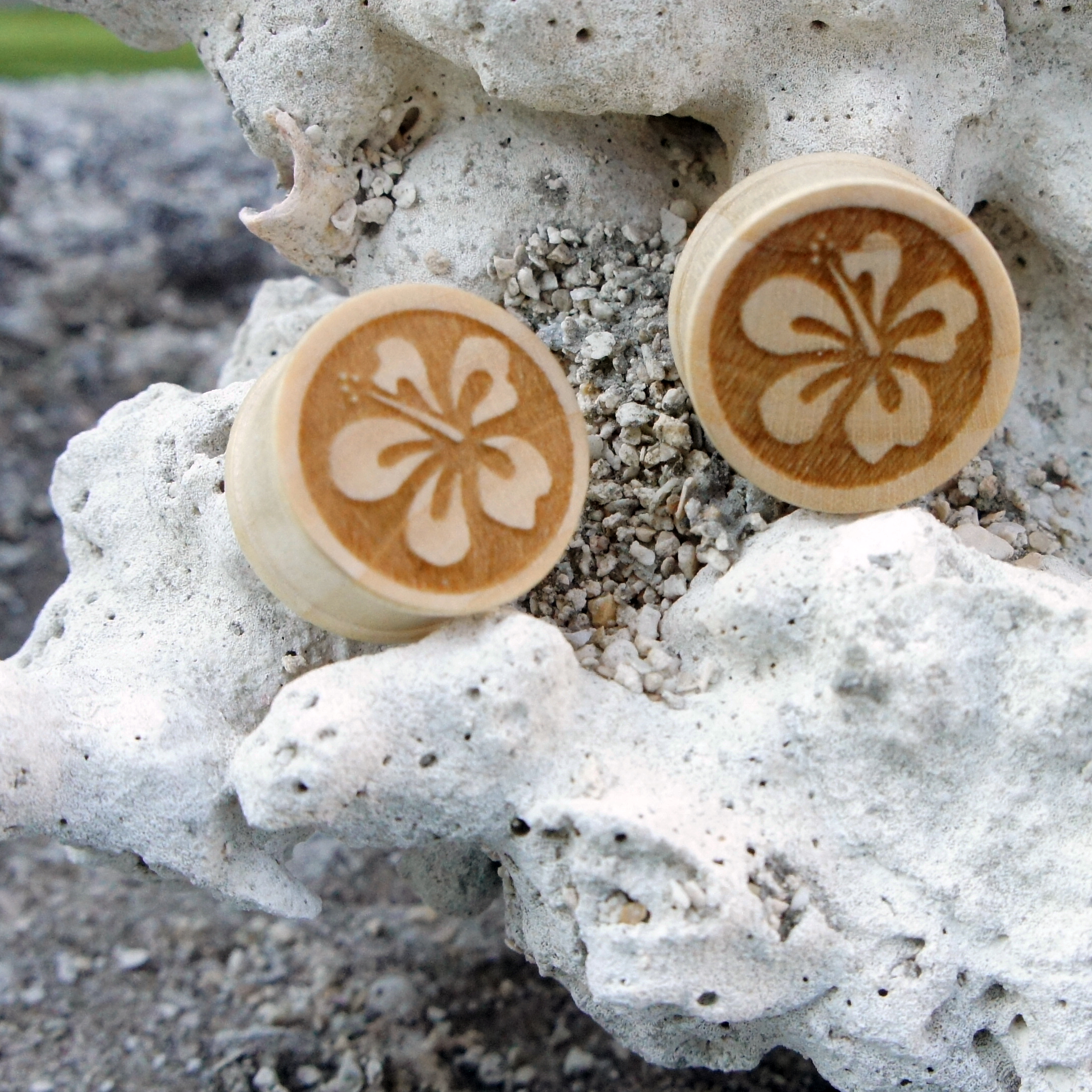 Hibiscus Floral Wood Straight Plug with Lipped Edges