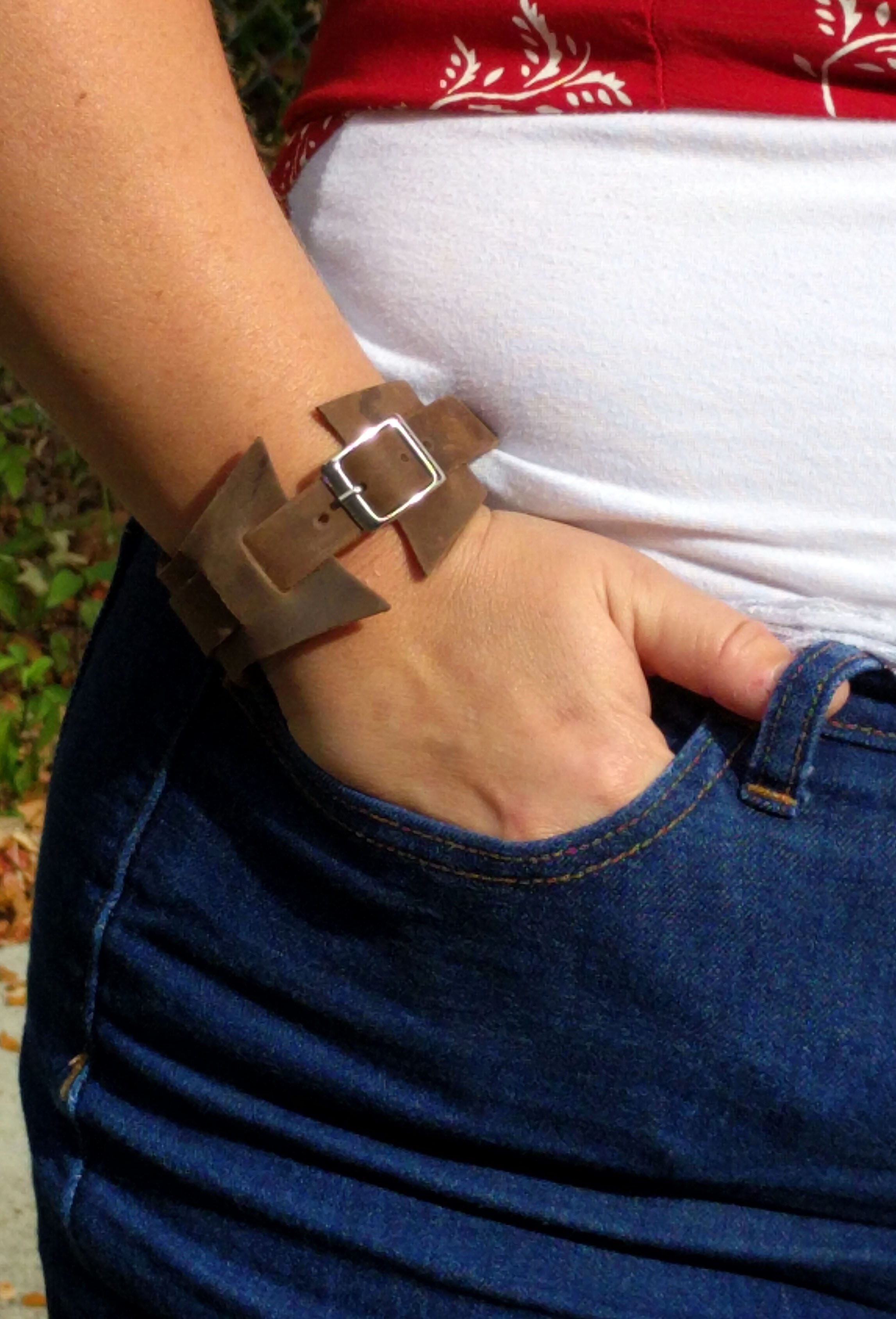 Flared Buckle Leather Bracelet with Rounded Pannel