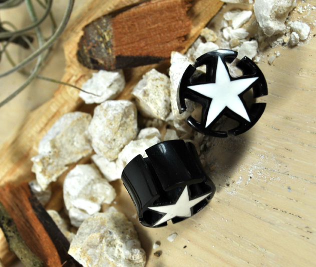 Horn Plug Black/White Star w/ Open Corners