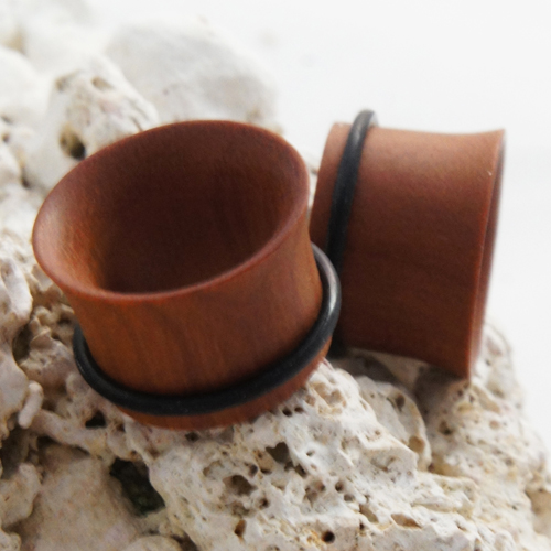 Sawo wood single flare flesh tunnel with rubber O-ring