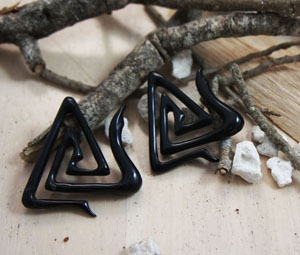 Black Horn Angular Triangle Paperclip Hangers