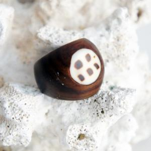 Sono Wood Ring with Spotted Shell Inlay
