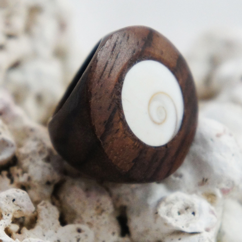 Flat Sono Wood Circular Ring with Large Circular Shell Inlay
