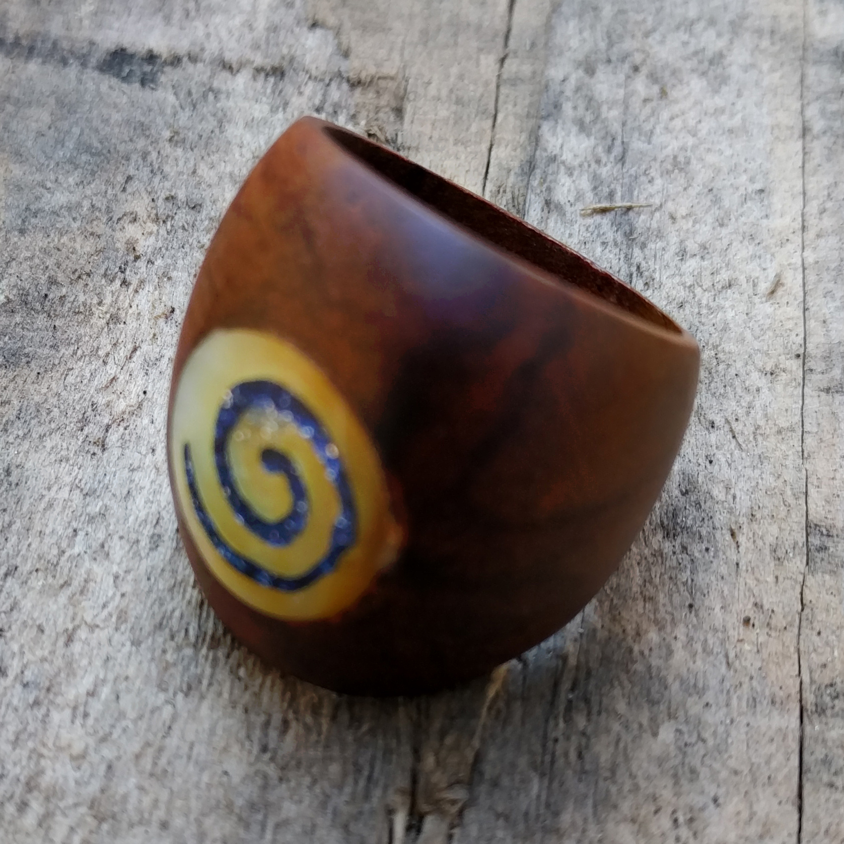 Spiral Wood Ring W/Shell