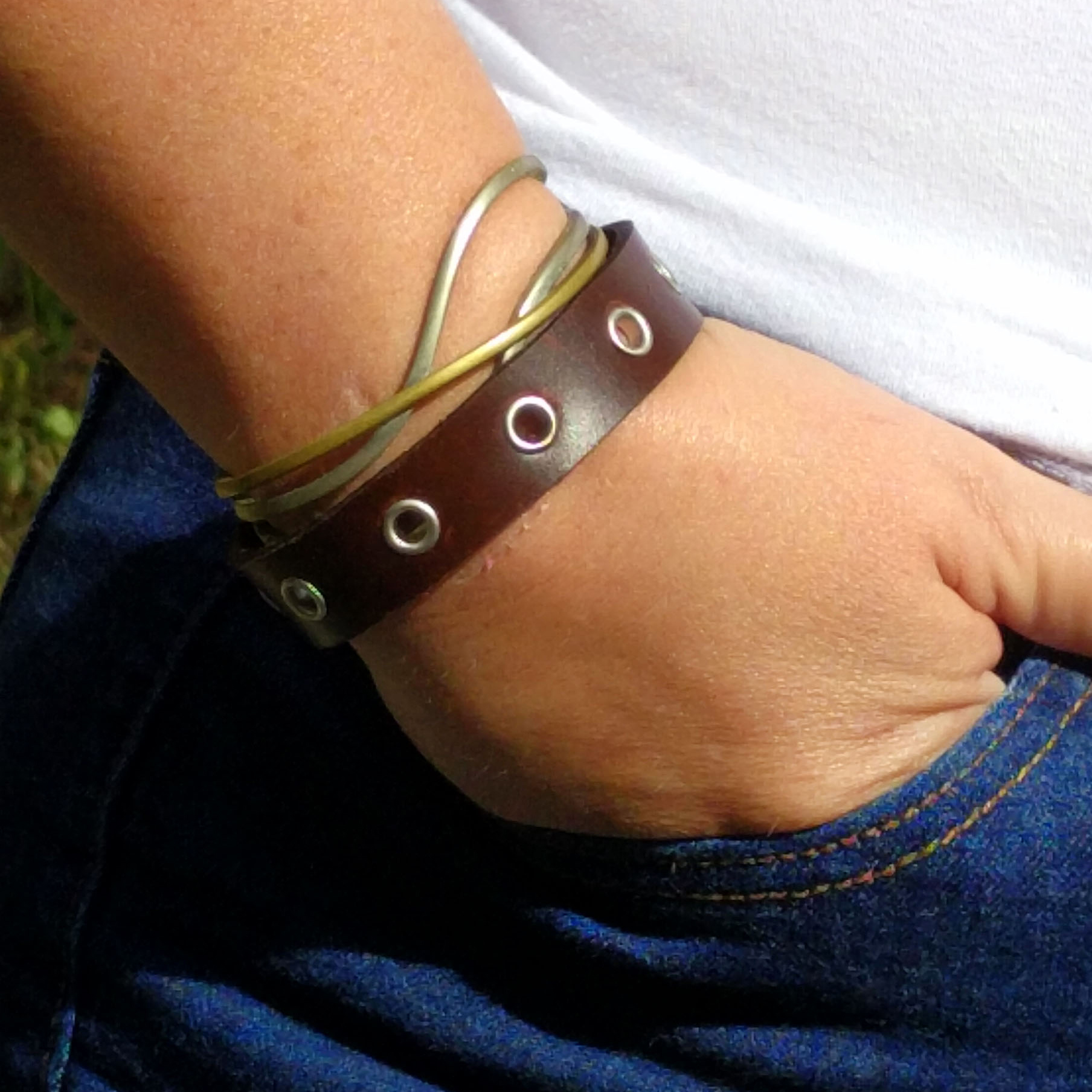 Thin Single Rivet Punk-Rock Bracelet