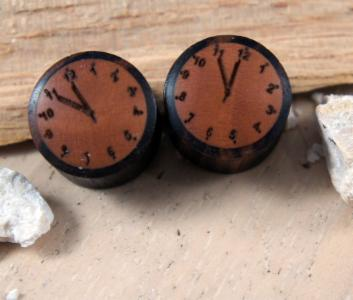 Sono Wood 5 Minutes to Midnight Clocks Plug